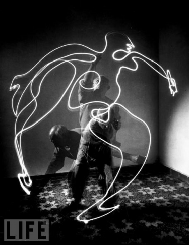 picasso-light-drawing-1.png